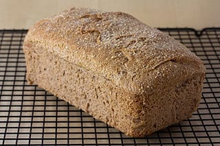 320px Vegan No Knead Whole Wheat Bread Loaf2c September 2010 9095267